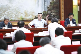 Chinese premier stresses stabilizing employment